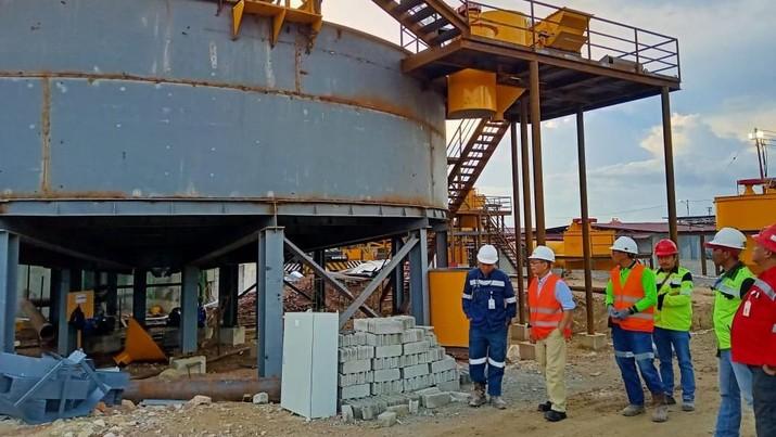 PT Bumi Resources Minerals Tbk (BRMS) bakal mulai uji coba produksi di tambang emasnya di kuartal IV tahun ini. Tambang emas bisa produksi 180.000 ton ore emas.
