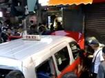 Hong Kong Makin Kacau, Taksi Terobos Pendemo Hong Kong