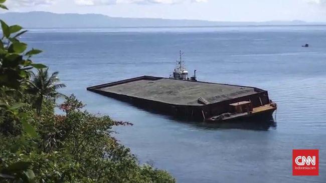Terdampar, Kapal Tongkang Pasir Ancam Terumbu Karang Tidore