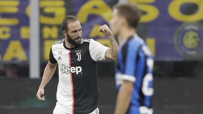 Gonzalo Higuain mencetak gol kemenangan Juventus pada menit ke-82. (AP Photo/Luca Bruno)