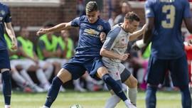 Liverpool Berpeluang Kalahkan Rekor Trofi MU di Musim Ini