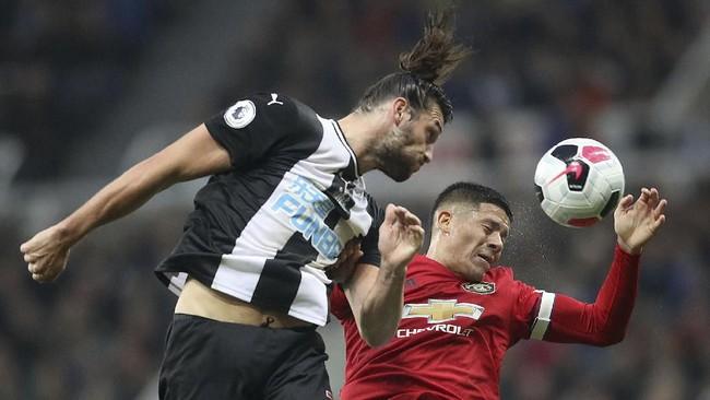 Manchester United kembali menuai hasil buruk. Kali ini mereka kalah 0-1 di markas Newcastle United. (Owen Humphreys/PA via AP)