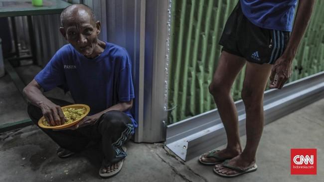 Belum lagi jumlah tenaga medis di bidang kesehatan jiwa di Indonesia yang masih terbilang minim. Sebagian besar dokter dan perawat jiwa terpusat di Pulau Jawa, khususnya Jakarta. (CNN Indonesia/Bisma Septalisma)