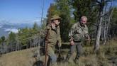 Selain mendaki gunung, Putin juga dikenal gemar berburu. (Photo by Alexei Druzhinin / Sputnik / AFP)