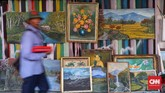 Selain lukisan potret, para seniman lukis di sini juga memproduksi lukisan pemandangan alam. (CNNIdonesia/Safir Makki)