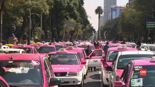 VIDEO: Tolak Taksi Online, Ratusan Sopir Blokir Jalan Meksiko