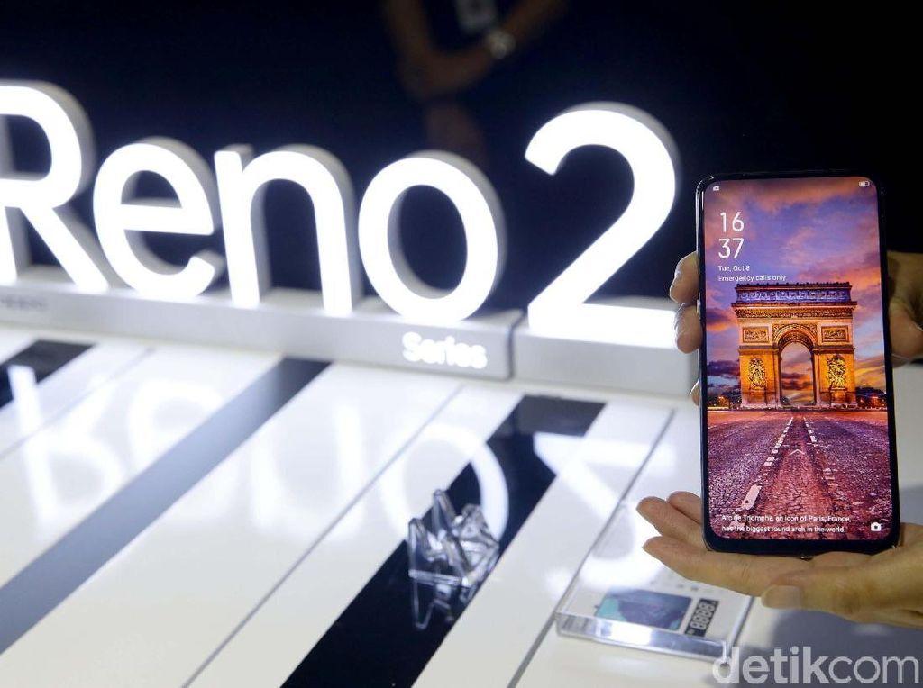 Spesifikasi Oppo Reno2 lainnya adalah layar ponsel ini berukuran 6,55 inch Full HD+. Menggunakan panel Dynamic AMOLED dengan aspek rasio 20:9. Dapur pacunya 730G dengan RAM 8 GB dan memori internalnya 256 GB.