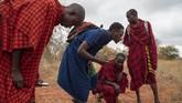 Bersama lembaga non-profit African People & Wildlife, ada 50 anggota Maasai yang berjaga di habitat singa di Tanzania. (AP Photo/Jerome Delay)