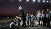 Kaum Yahudi Ultra-Ortodoks biasanya menuliskan komitmen untuk satu tahun depan.(AP Photo/Oded Balilty)