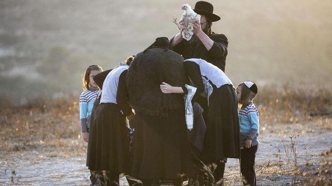 Muslimah Inggris Bela Bocah Yahudi Dimaki-maki di Kereta