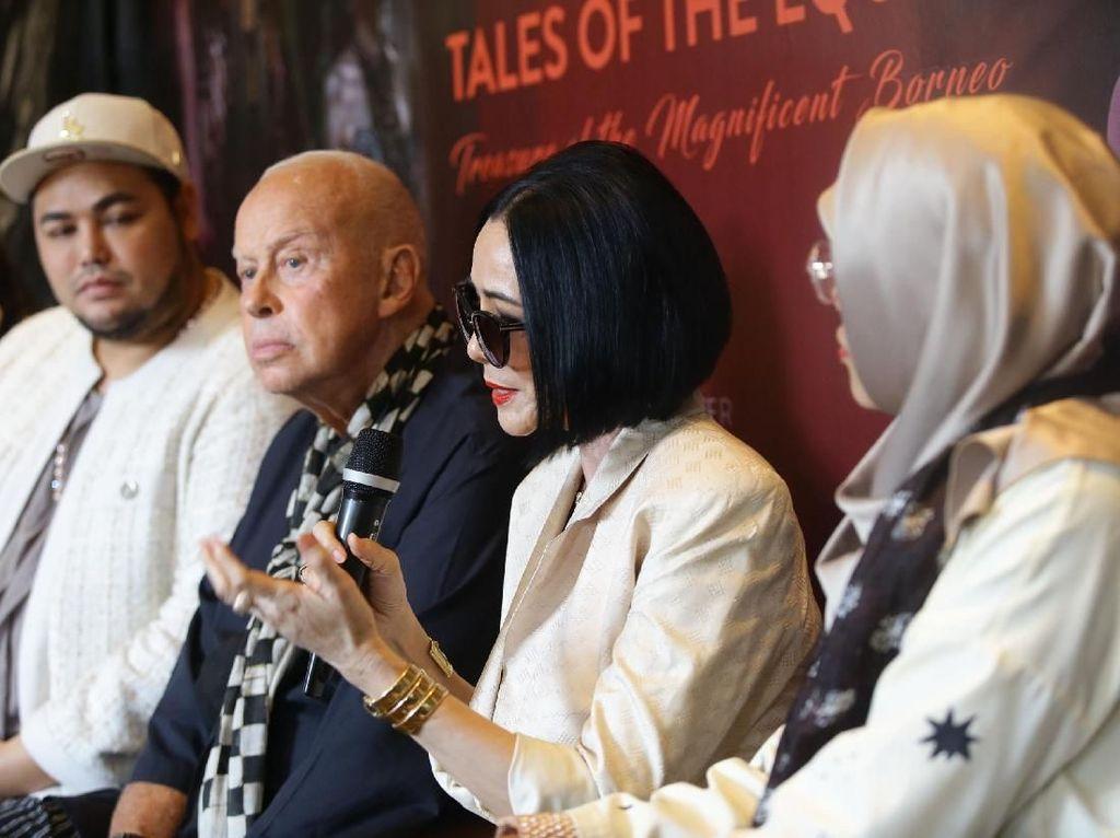 Untuk kali kedua, Kalimantan menjadi wilayah yang ragam budayanya diperkenalkan ke mata dunia melalui fashion. Mulai dari budaya Dayak, Kutai dan Banjar.