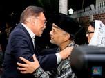 Eks Wakil PM Malaysia Anwar Ibrahim Takziah ke Rumah Habibie