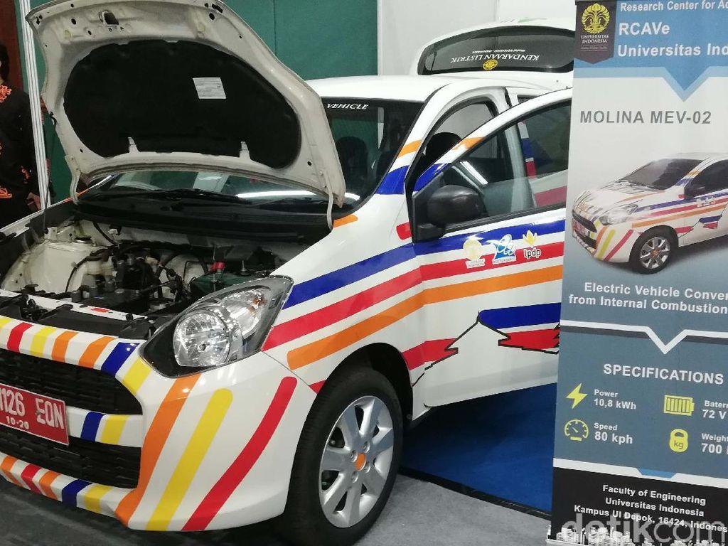 Dalam pameran Hari Listrik Nasional ke-74 (HLN ke-74) di Jakarta Convention Center (JCC), Jakarta Selatan, Universitas Indonesia (UI) turut tampil dengan karya mobil listriknya. Berbeda dengan ITS yang membangun mobil sepenuhnya, UI memperlihatkan bagaiamana mobil biasa dapat dikonversi menjadi mobil listrik.