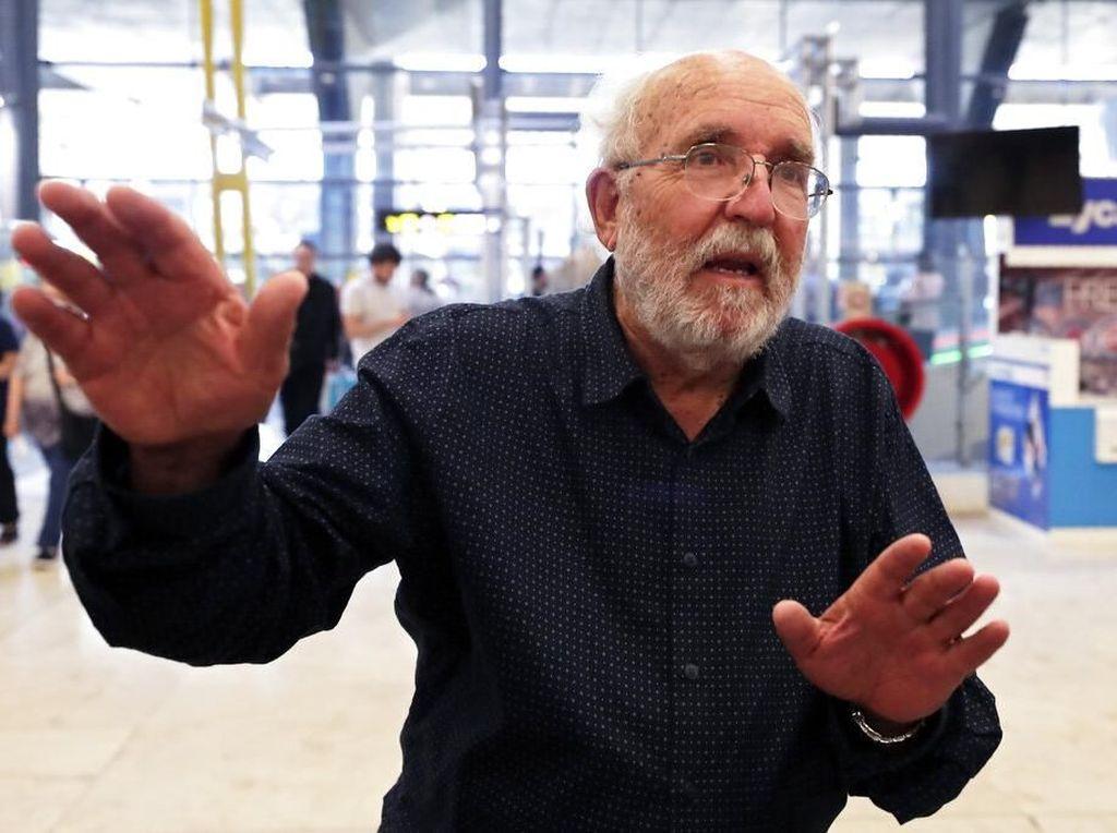 Selain James Peebles, penghargaan Nobel Fisika 2019 jatuh pada dua ilmuwan asal Swiss, Michel Mayor dan Didier Queloz. Keduanya bersama-sama melakukan terobosan dalam penemuan planet pertama di luar Tata Surya atau exoplanet. Foto: AP