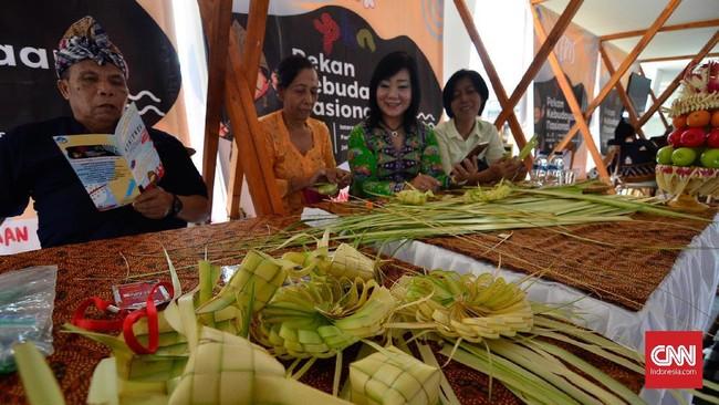 Pekan Kebudayaan Nasional menyediakan banyak pilihan makanan bagi para pengunjungnya. (CNN Indonesia/Daniela Dinda)