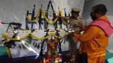 Perayaan dimulai saat memasuki bulan Asvin, salah satu bulan di kalender India dalam tahun Saka. (AP Photo/Ajit Solanki)