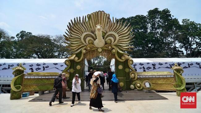Pekan Kebudayaan Nasional (PKN) resmi dibuka di kawasan Istora Senayan, Jakarta, Senin (7/10/2019). (CNN Indonesia/Daniela Dinda)