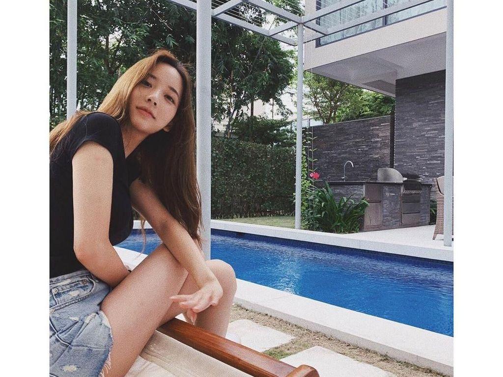 Wanita yang terkait dengan kasus narkoba B.I iKON ini memiliki 483.000 followers di Instagram. Ia kerap membagikan berbagai momen seru saat liburan dan kulineran. Foto: Instagram hxxsxxhee