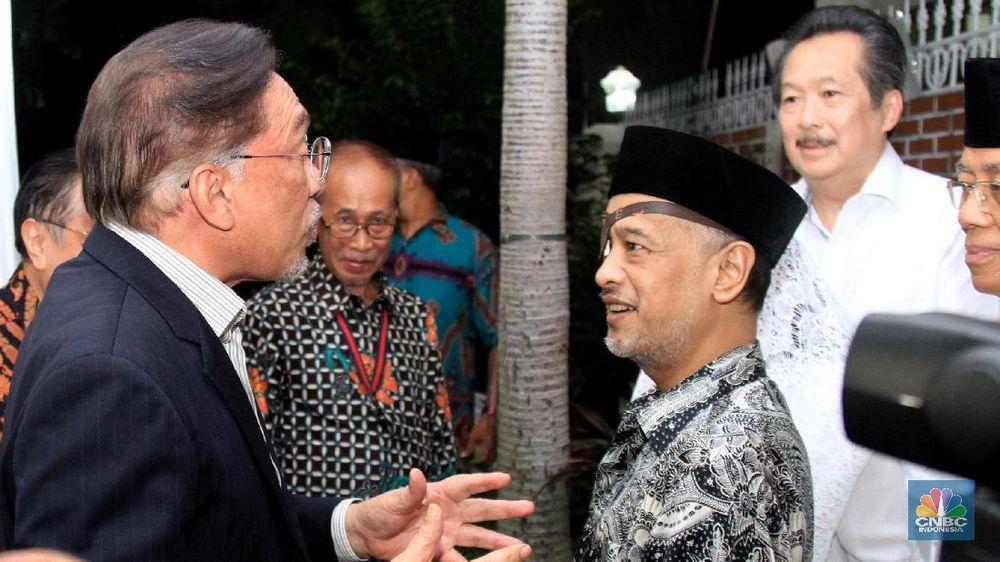 Mantan Wakil Perdana Menteri Malaysia Dato Anwar Ibrahim menghadiri acara takziah di rumah Presiden ke-3 RI