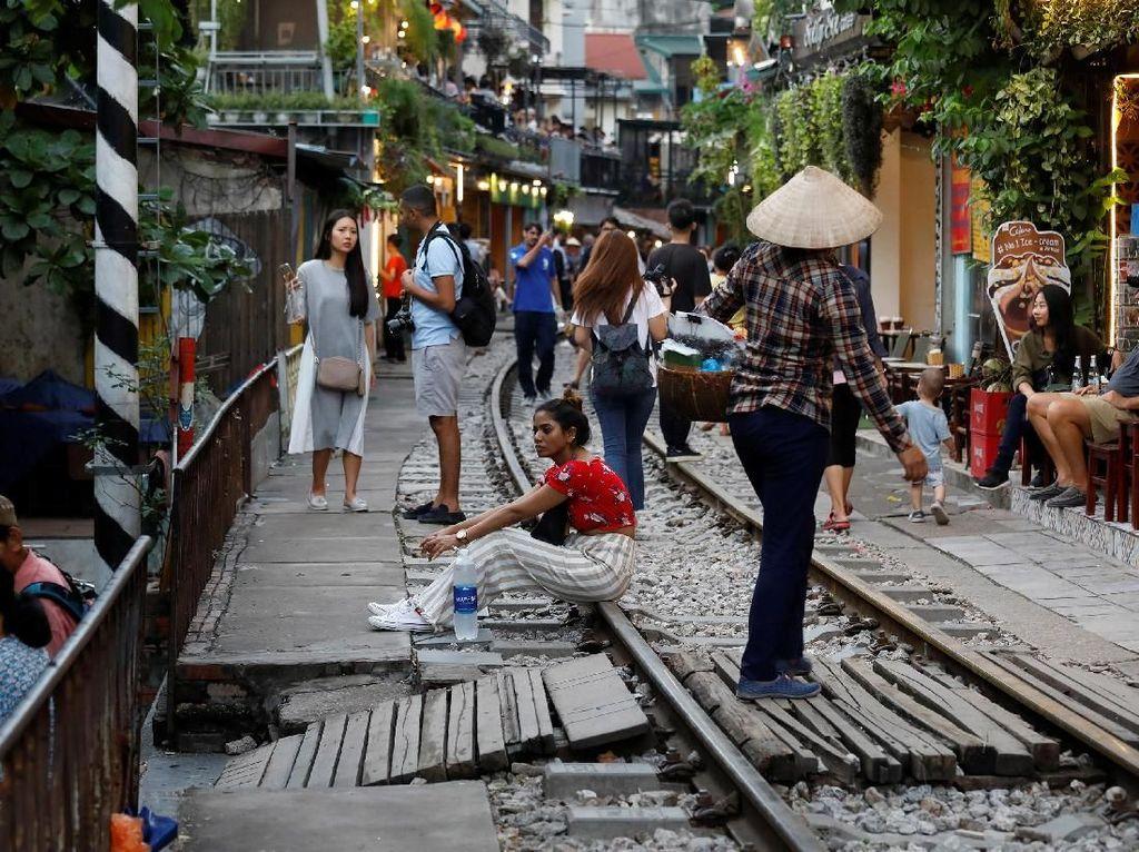 Lokasi itu pun kini jadi salah satu objek wisata populer di Hanoi, Vietnam.