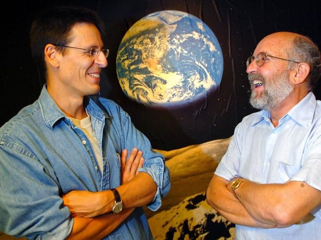 Kedua astronomer bekerja di University of Geneva di Swiss ketika melakukan riset itu. Mayor yang sekarang berusia 77 tahun berstatus profesor emiritus dan Queloz yang berumur 53 tahun juga masih di sana dan merangkap sebagai akademisi di University of Cambridge, Inggris. Foto: AP