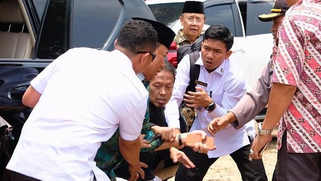 Selain Wiranto, Kapolsek Menes Komisaris Dariyanto dan warga bernama Fuad juga terlukaterkena tusukan senjata tajam pelaku.(ANTARA FOTO/Dok Polres Pandeglang)