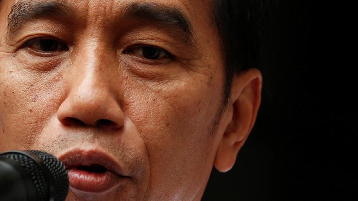 Momen Saat Jokowi Jenguk Wiranto di RSPAD