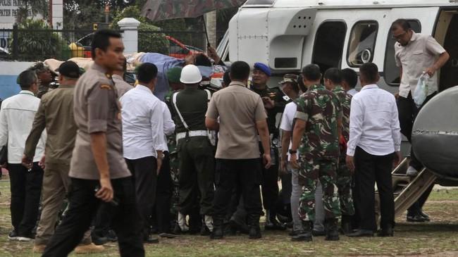 Terduga pelaku penusukan adalah pasangan suami istri. Keduanya diduga terpapar paham radikal ISIS yang juga anggota jaringan Jamaah Ashorut Daulah (JAD) Bekasi.(AP Photo/Rafsanjani)