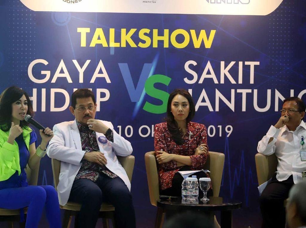 Di Indonesia, merujuk data Riset Kesehatan Dasar (Riskesdas), angka kejadian penyakit jantung dan pembuluh darah semakin meningkat dari tahun ke tahun. Setidaknya 15 dari 1000 orang atau sekitar 2,8 juta individu di Indonesia menderita penyakit jantung. Mengutip Sample Registration System (SRS) 2014, penyakit jantung menduduki peringkat kedua tertinggi setelah stroke untuk tingkat kematian terbanyak di Indonesia. Foto: dok. RS MMC