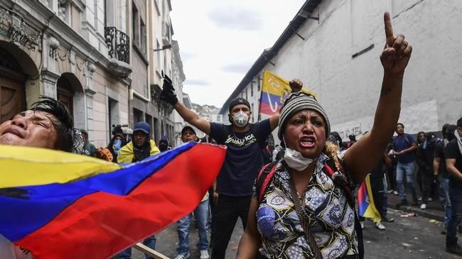 Presiden Moreno menyatakan tengah menggelar perundingan dengan penduduk setempat untuk meredam aksi demo. (Photo by Martin BERNETTI / AFP)