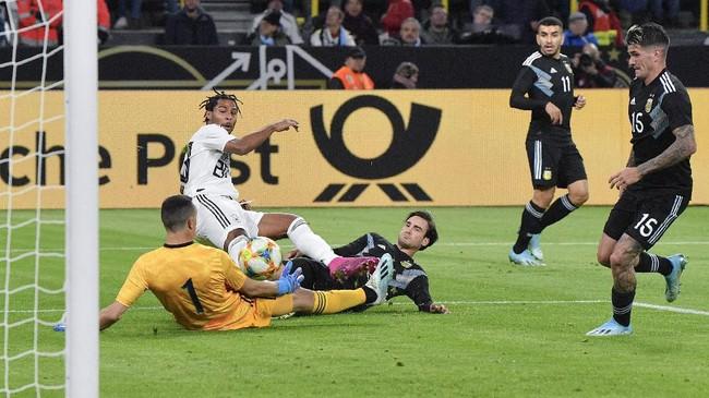 Serge Gnabry mencetak gol pembuka timnas Jerman ke gawang timnas Argentina. Gol itu jadi yang ke-10 Gnabry dari 11 penampilan bersama Die Mannschaft dan satu gol lainnya dijaringkan Kai Havertz. (AP Photo/Martin Meissner)