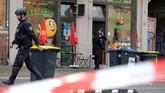 Saksi melaporkan pelaku mengumbar sejumlah tembakan lalu kabur menggunakan sebuah mobil. Insiden itu terjadi sangat singkat. (Sebastian Willnow/dpa via AP)