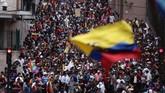 Ribuan demonstran menggelar unjuk rasa besar-besaran di Ekuador pada Rabu (10/10). Mereka murka karena kebijakan pemerintah menaikkan harga bahan bakar minyak. (AP Photo/Carlos Noriega)