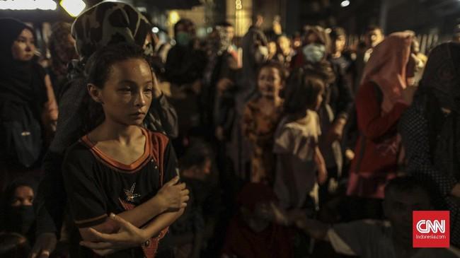Ada pula pengungsi yang mendesak agar dipulangkan kembali ke negara asal mereka karena nasib mereka tak jelas di Indonesia. (CNN Indonesia/Bisma Septalisma)