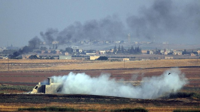 Turki mengatakan tujuan operasi ini adalah untuk memukul mundur pasukan Kurdi di Suriah, yang dianggapnya sebagai teroris, serta membangun zona aman bagi pengungsi. (AP Photo/Lefteris Pitarakis)