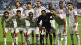 Starting XI timnas Uni Emirat Arab saat menjamu Indonesia di Stadion Al Maktoum. (KARIM SAHIB / AFP)