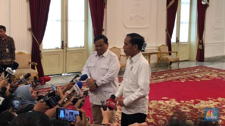 Prabowo menambahkan, walaupun kader Gerindra tidak masuk ke dalam kabinet, partai berlambang burung garuda itu akan tetap loyal.