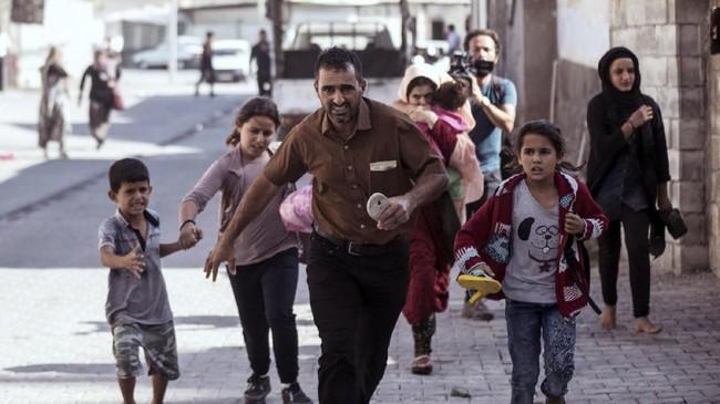 Lima orang, termasuk bayi sembilan bulan, tewas dan puluhan lainnya luka akibat serangan di perbatasan Suriah dan Turki. (Ismail Coskun/IHA via AP )