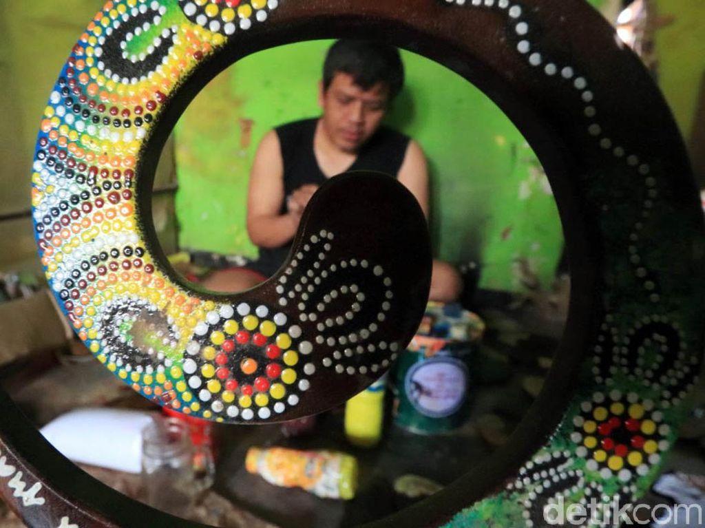 Melihat Pembuatan Souvenir dari Kayu yang Tembus Mancanegara