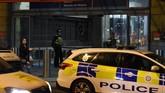 Sebanyak lima orang dilaporkan cedera dalam peristiwa penusukan di sebuah pusat perbelanjaan di Manchester, Inggris. Polisi berhasil menangkap seorang lelaki berusia sekitar 40 tahun yang diduga sebagai pelaku. (Photo by Paul ELLIS / AFP)