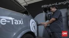 Anies Resmi Bebaskan Pajak Kendaraan Listrik di Jakarta