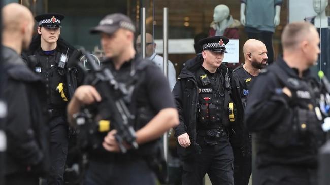 Mereka khawatir aksi itu membangkitkan luka lama yakni teror bom usai konser Ariana Grande dua tahun lalu di kota yang sama. (Peter Byrne/PA via AP)