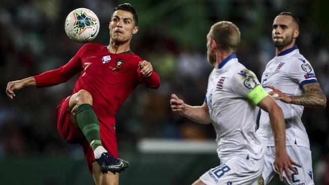 Namun hingga laga berakhir, Cristiano Ronaldo tidak mampu mencetak gol kedua.(Photo by CARLOS COSTA / AFP)