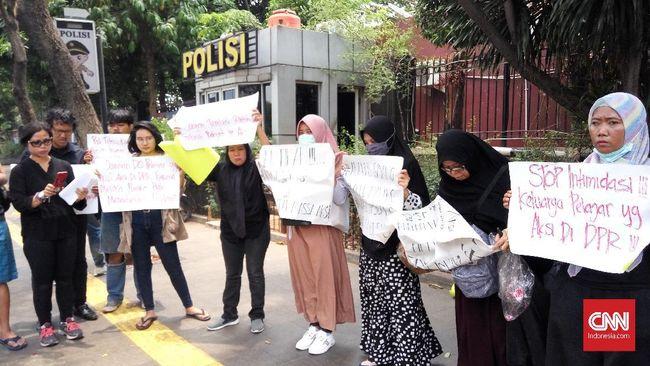 Emak-emak Tergerak Ikut Aksi Simpati Korban Demo September