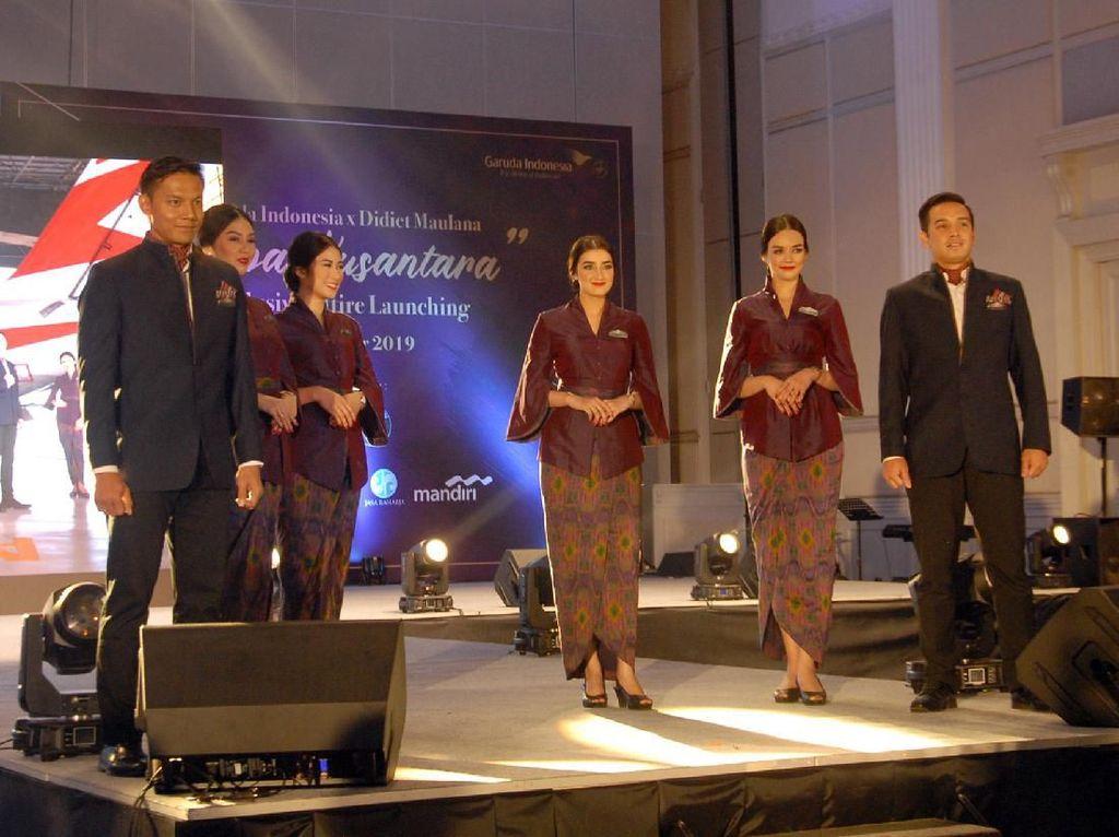 Maskapai nasional Garuda Indonesia resmi meluncurkan seragam tematik awak kabin yang akan dikenakan secara khusus di layanan penerbangan special Garuda Indonesia bertajuk Tenun Flight yang mulai diperkenalkan kepada pengguna jasa pada bulan Oktober 2019 ini.