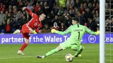 Pada pertandingan yang sama kapten timnas Wales Gareth Bale juga mengalami cedera kaki kiri. (Nigel French/PA via AP)