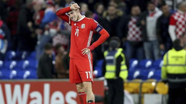 Gareth Bale sebenarnya mampu mencetak satu gol dan bisa menyelesaikan laga Wales vs Kroasia, tapi pemain Real Madrid itu mengeluh sakit pada kaki kiri usai laga. (Nigel French/PA via AP)