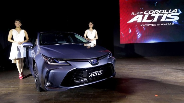PT Toyota Astra Motor ( resmi memasarkan 3 varian All New Corolla Altis di Pasar Indonesia, termasuk yang berteknologi Hybrid generasi keempat.