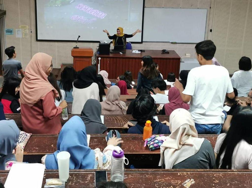 4 Pengajar Vokasi Humas UI Mengajar di Malaysia