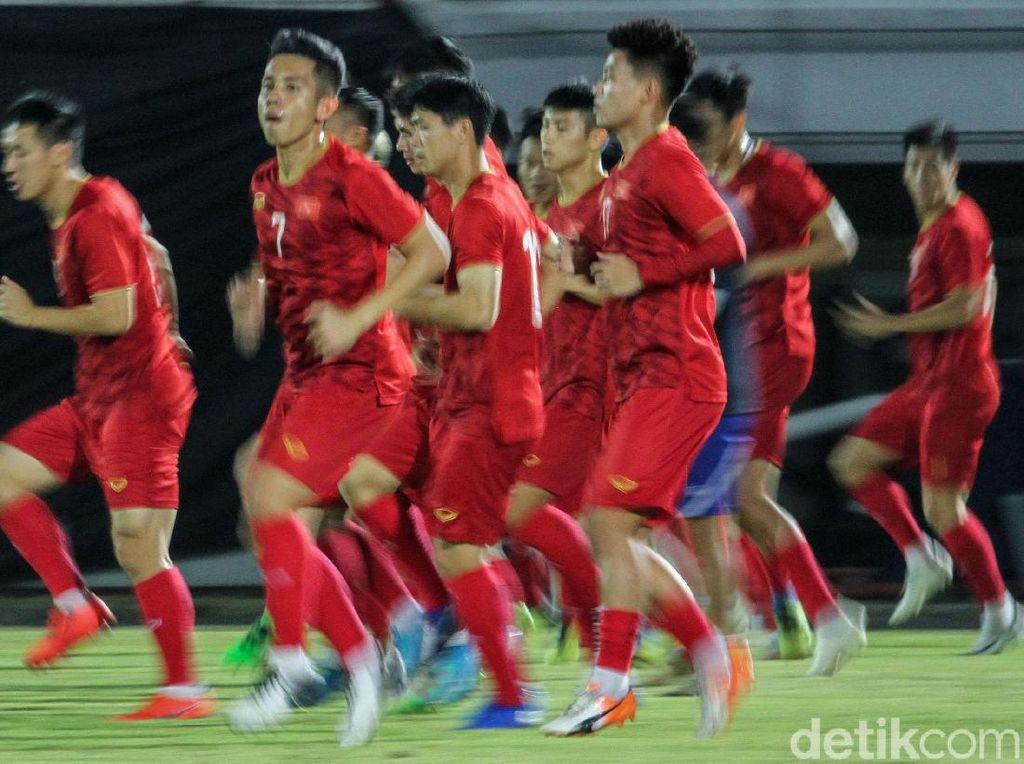 Giliran Timnas Vietnam Jalani Sesi Latihan